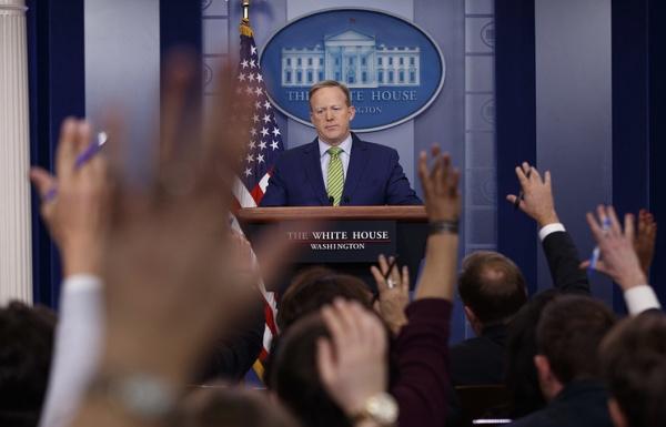 Белый дом не пустил на брифинг журналистов CNN, NYT и других СМИ