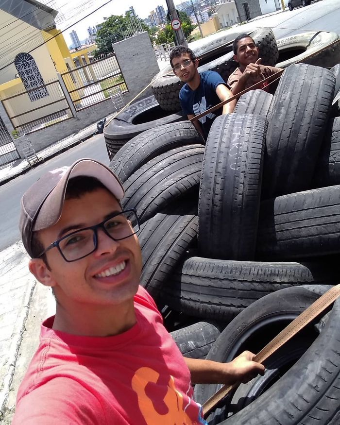 Brazilian Artist Turns Old Tires Into Beds For Animals To Contribute To A More Sustainable World