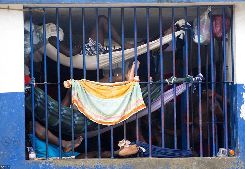 Внутри гаитянской тюрьмы, где правит голод, теснота и болезни