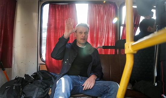 Навальный останется под арестом досуда