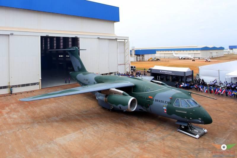 Бразильский военно-транспортный самолёт Embraer KC-390