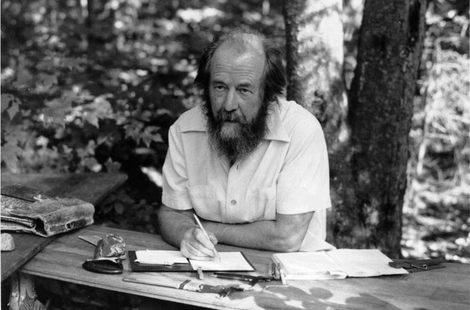 Защитники Солженицина словно не слышат реальных обвинений – в лжи, подлости и предательстве. Почему?