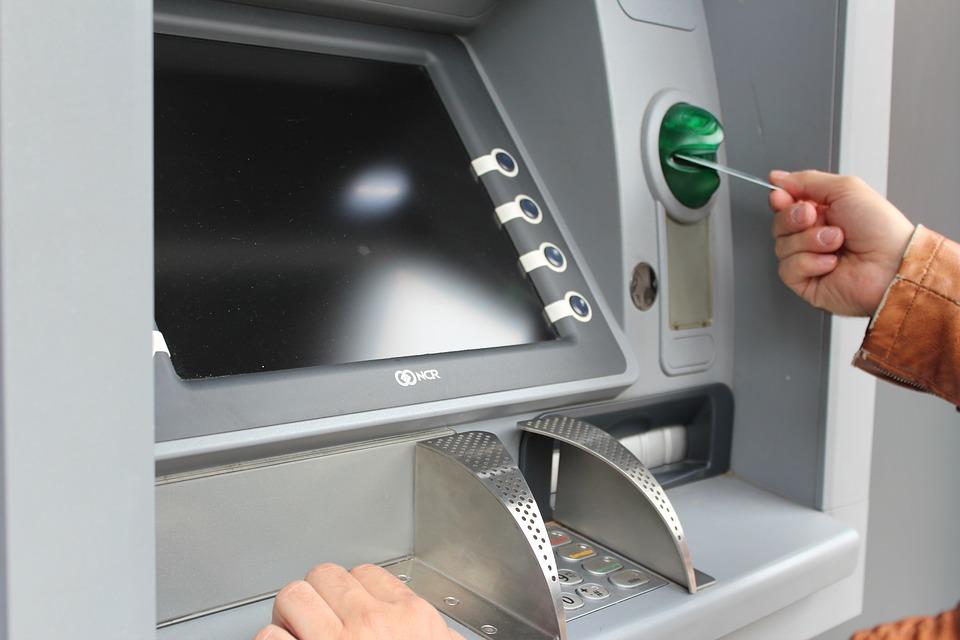 Сбербанк не принимает пятитысячные купюры