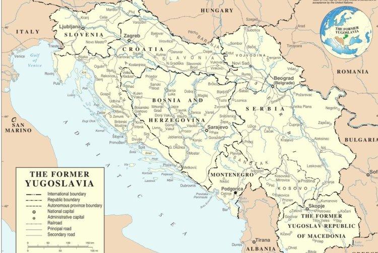 ЮгославияГоды существования: с 1918 по 1992 гг.Как и Чехословакия, Югославия была основана на обломках Австро-Венгерской империи путем объединения частей разных стран, в основном Венгрии и Сербии. По сути, Югославия была большим бурлящим котлом, в котором варились свыше 20 этнических групп, имевших разную культуру и традиции. Королевство Югославия было оккупировано Германией во время Великой Отечественной войны. После ее окончания Иосип Тито, лидер партизанских отрядов, создал социалистическую Югославию и стал ее диктатором. В 1992 году социалистическая Югославия была разделена на Хорватию, Боснию, Словению, Сербию, Македонию и Черногорию.
