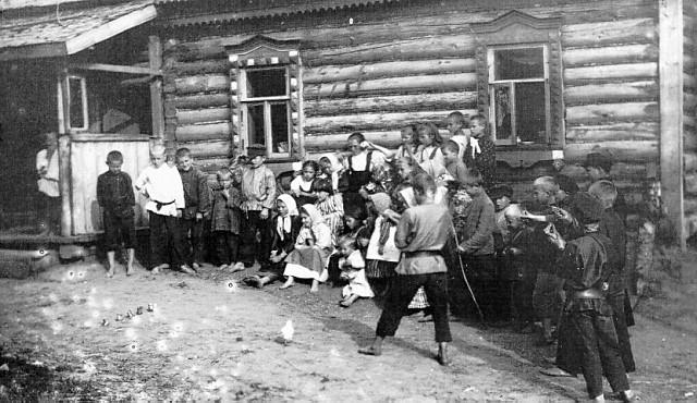 Игра в бабки в деревне, 1890. игры, интересное, история
