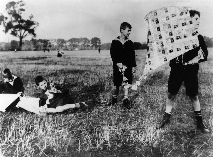 45. Запуск воздушного змея, Германия, 1923 год  детство, прошлое, фотография