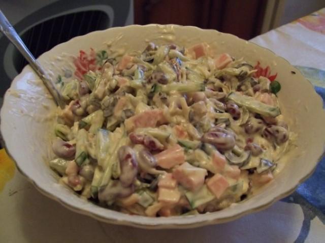 Салат фасолевый с селёдкой или ветчиной