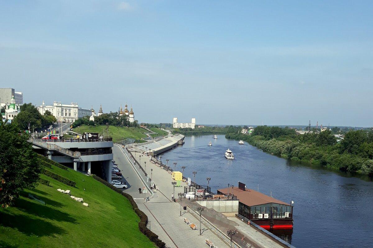 Вид с Моста Влюбленных на реку Туру.