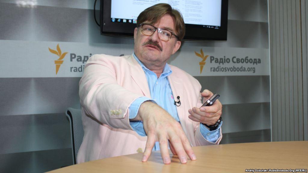 Киселев предлагает украинцам одевать памятники Ленину в вышиванки, а не сносить их