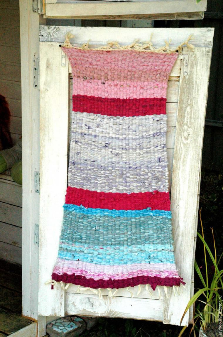 Плетем коврик в детскую по старинному методу