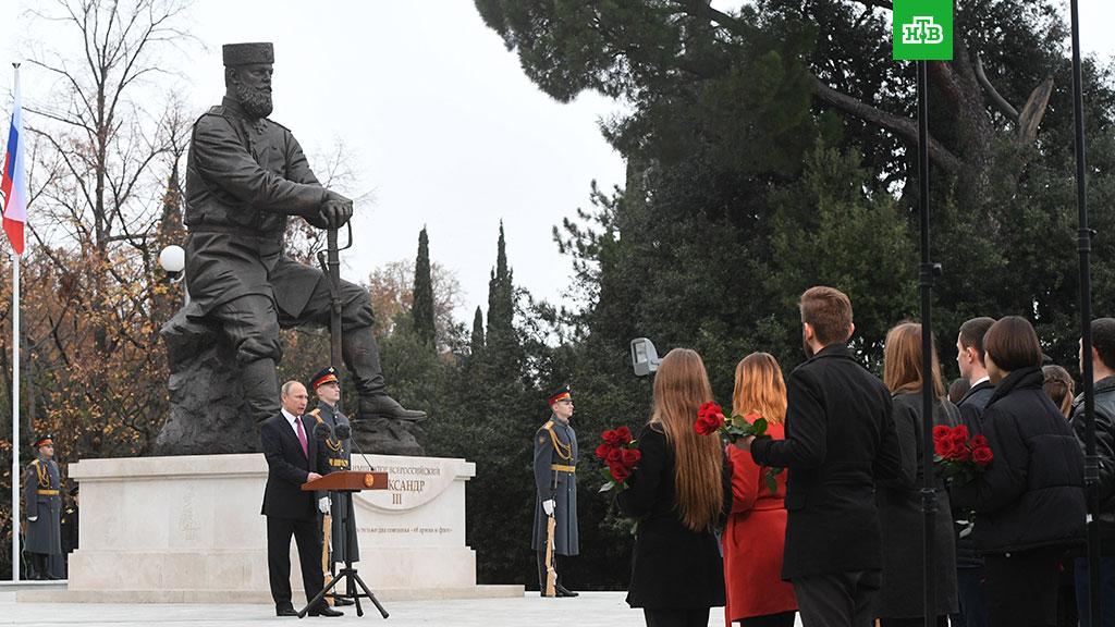 Борис Григорьев. Памятник Александру III воспел не добрую монархию, а наше злое невежество
