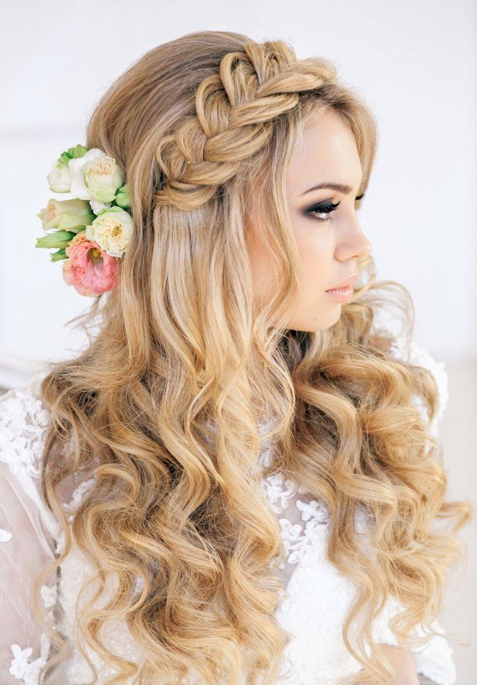 Свадебные причёски: локоны всегда в моде