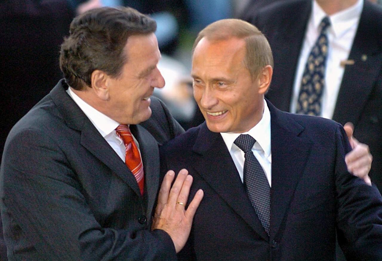 """Deutsche Welle: Экс-канцлер Германии стал """"проплаченным лакеем путинской политики"""""""