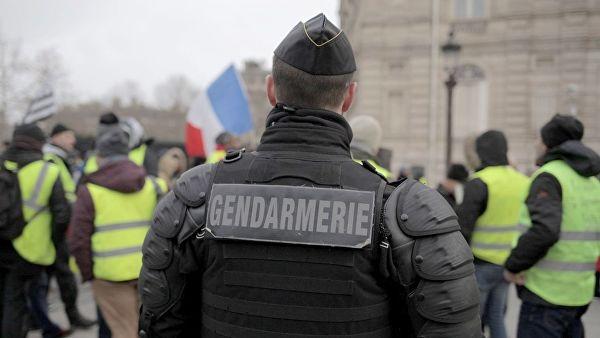 Холодная вода, резиновые пули, слезоточивый газ: как разгоняют протесты во Франции