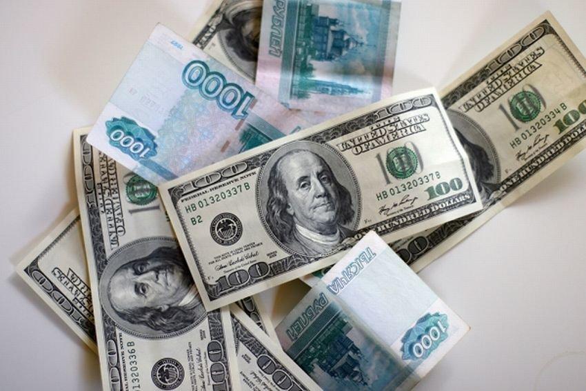 Устойчивому рублю экономисты дали год