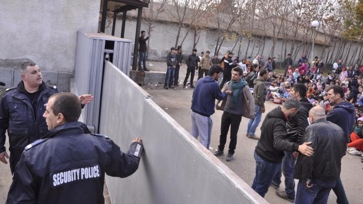 Мигранты в Европе: Нагадить на стол после бесплатного обеда или изнасиловать школьницу