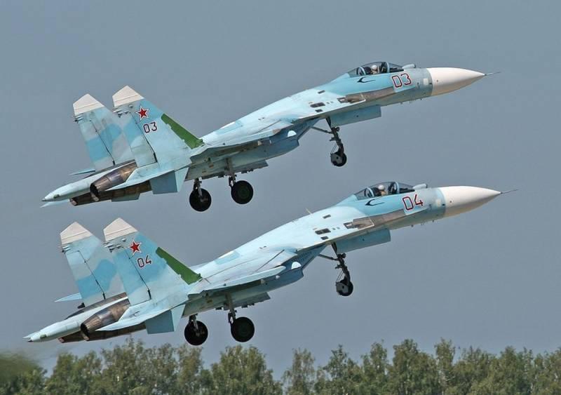 Пара Су-27 отогнала американ…
