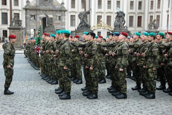Чешские военные могут начать участвовать вбоевых миссиях НАТО