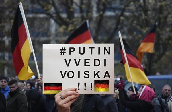«Путин, введи войска!» — европейцы просят Россию отправить ОМОН для разгона распоясавшихся мигрантов (ВИДЕО)