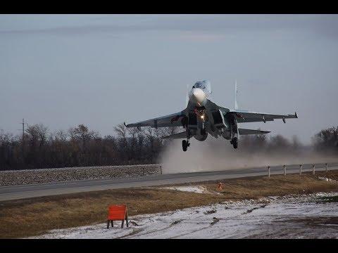 Три боевых самолета приземлились на шоссе под Ростовом