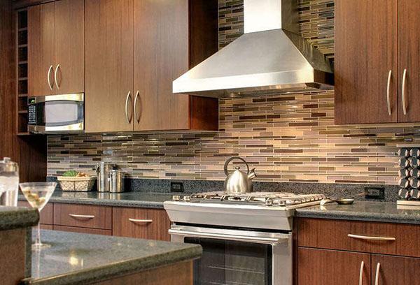 Как выбрать практичный и красивый кухонный фартук?
