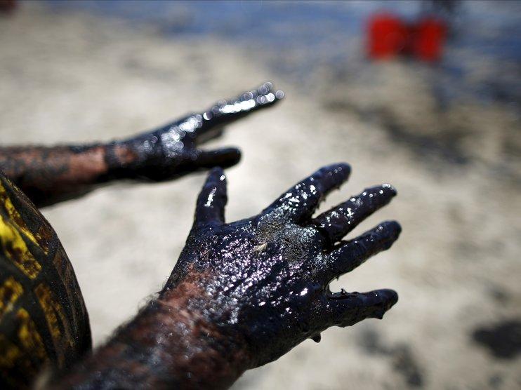 Цены на нефть на минимуме за 15 месяцев. Как долго продлится обвал?