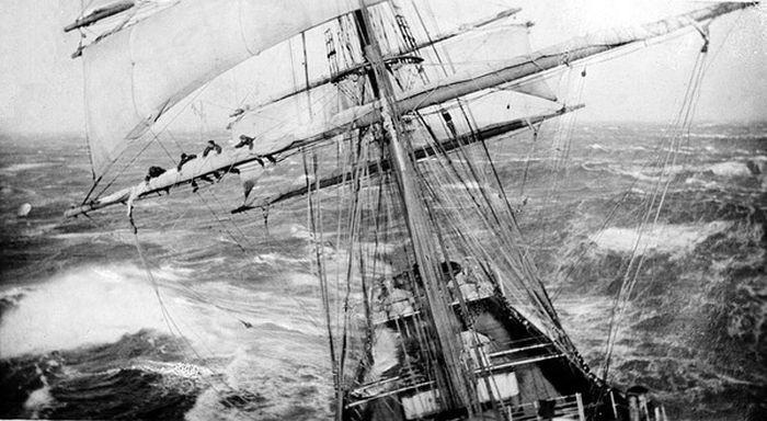 Матросы на мачте корабля «Garthsnaid» во время шторма. 1920 год. было, история, фото