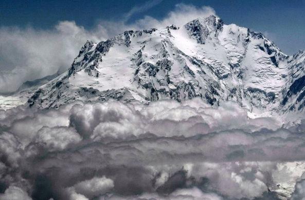 Альпинистку спасли на одной из опаснейших вершин мира