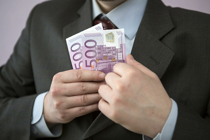 Минфин и ФНС хотят взять под контроль крупные расходы россиян