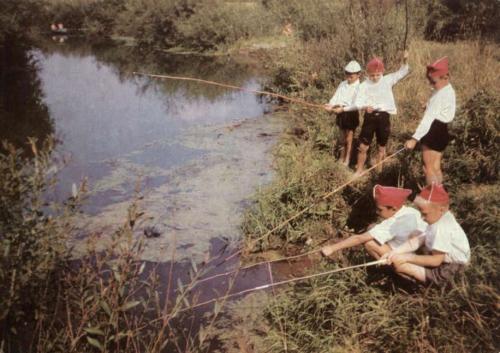 трое учеников пошли на рыбалку взяв с собой