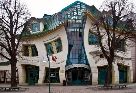 Польский кривой дом в городе Сопот