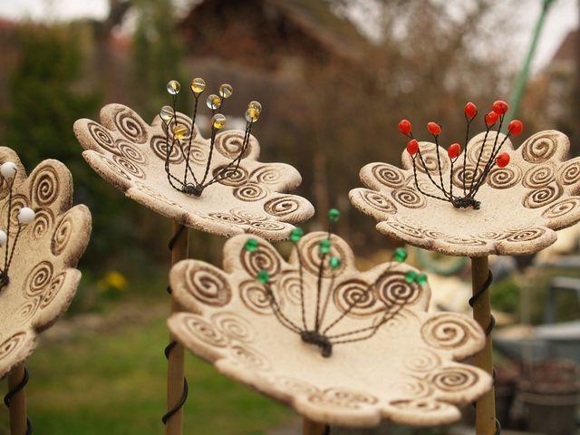 kvítí clay floral garden sculpture