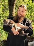 История про кота на дереве, хитроумного священника, маленькую девочку и ее неискреннюю маму.