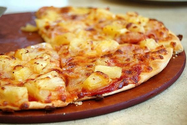 Домашняя пицца с сосисками и…