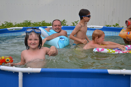 Вика обожает бассейн