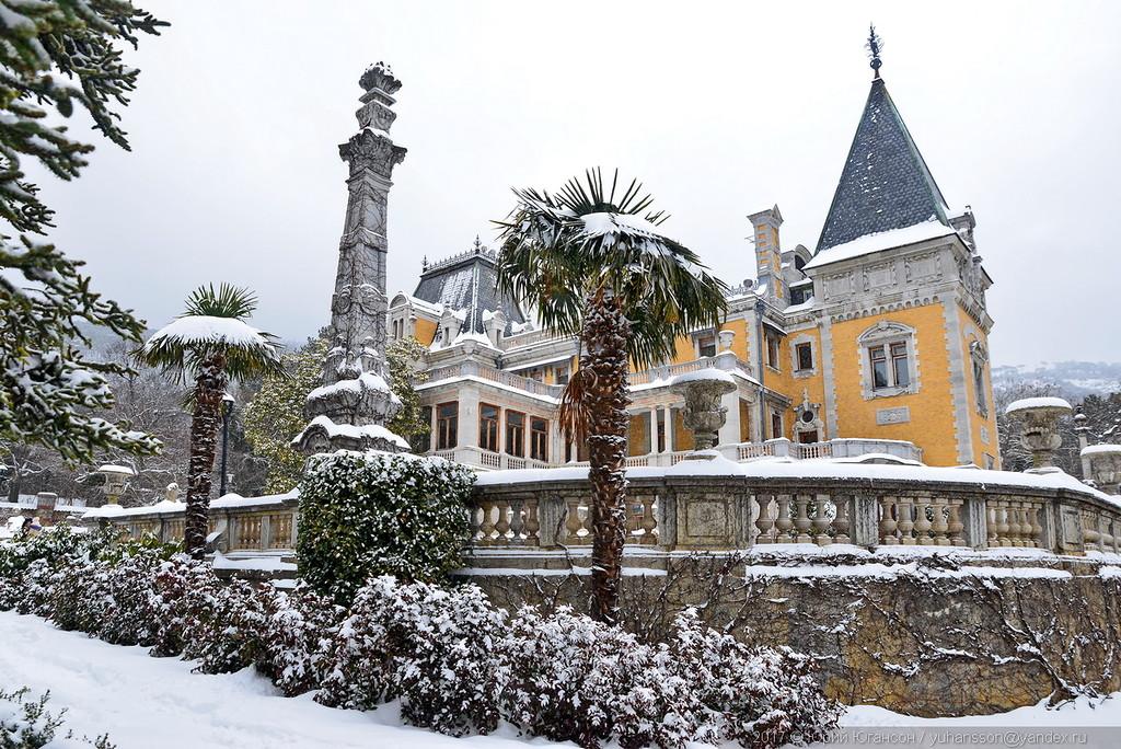 Массандровский дворец засыпан снегом