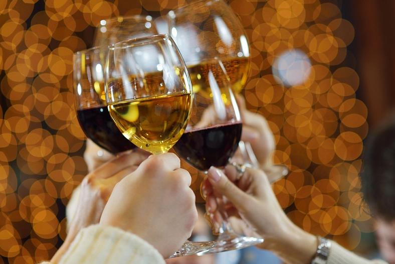 Медики рассказали, как правильно закусывать спиртное