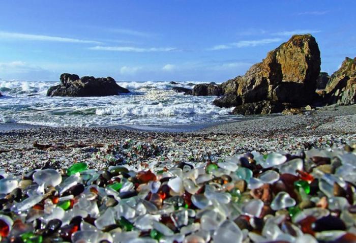 Стеклянный пляж на Дальнем Востоке, или как природа доказала своё превосходство над человеком