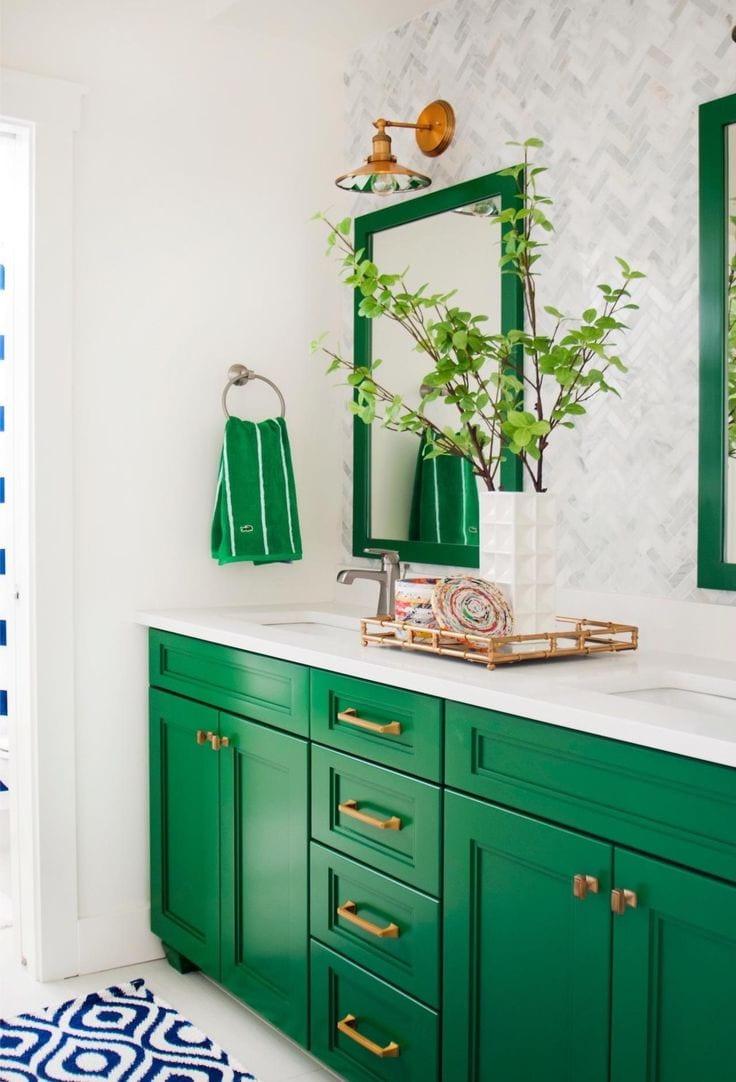 Различные украшения, аксессуары и прочие предметы интерьера помогут подчеркнуть концепцию дизайна ванной комнаты