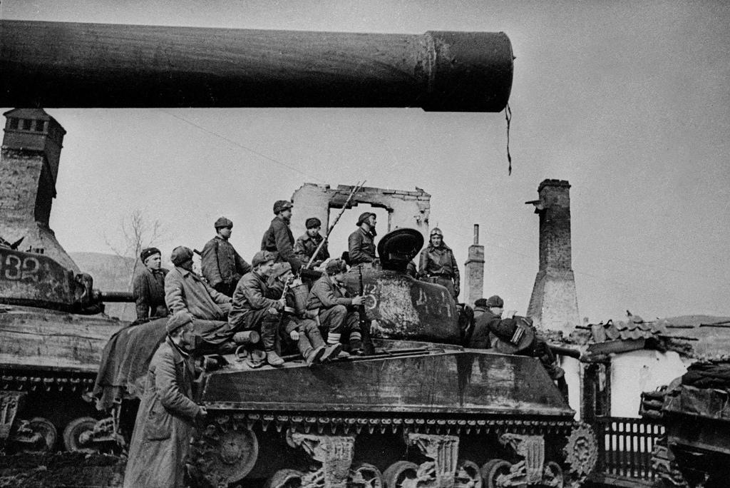 """""""Пишите завещания, товарищи"""" - сказал обер-лейтенант и смахнул скупую немецкую слезу...Данциг."""