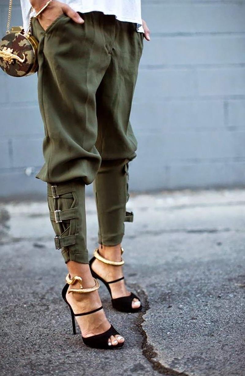 брюки цвета хаки