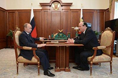 С главой Республики Дагестан Рамазаном Абдулатиповым.