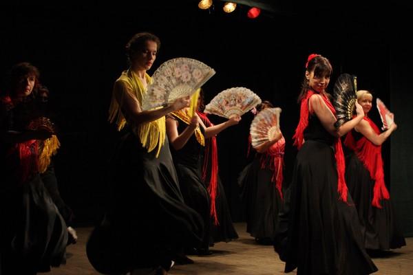 Танцы с веером - грация движений