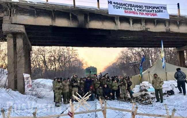 Блокада Донбасса приведет к войне всех против всех и полному развалу Украины