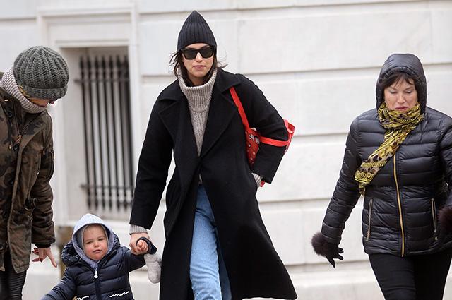 Ирина Шейк вместе с дочерью …