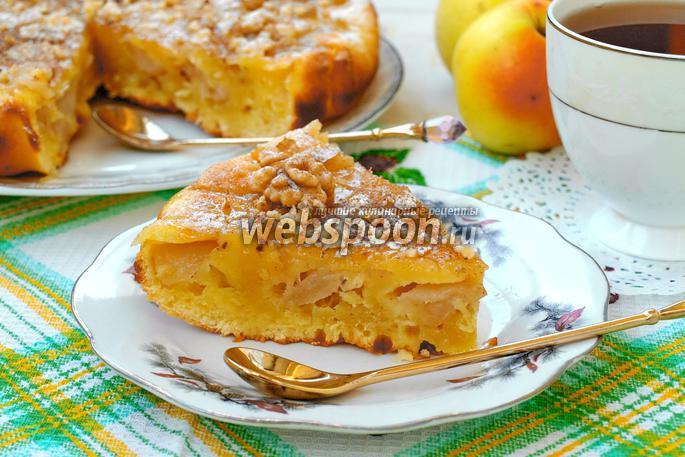 Простой пирога с яблоками на сметане