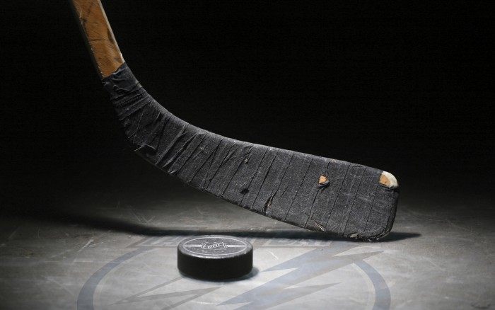 Sport___Hockey_____Stick_and_puck_082900_