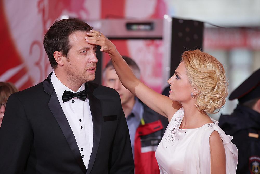 Не доверяет даже близким: Кирилл Сафонов взял все обязанности по организации свадьбы в свои руки