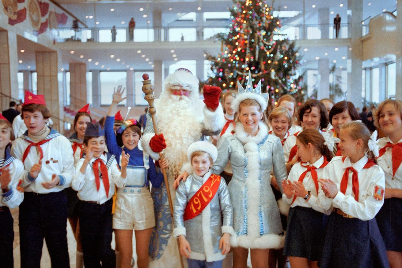 20 ностальгических фото с празднования Нового года в СССР