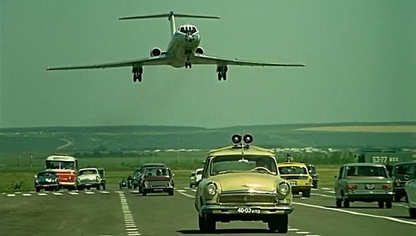 Как Э.Рязанов снимал посадку самолёта на шоссе в